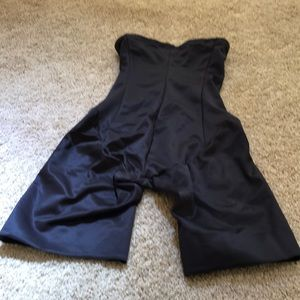 NWT! Miraclesuit size medium black thigh slimmer